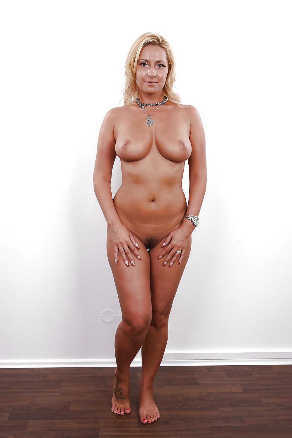 female pubic hair nude